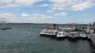 Het is rustig voor de taxibootjes. Erachter ligt de boot waar wij mee naar Kosta gevaren zijn.